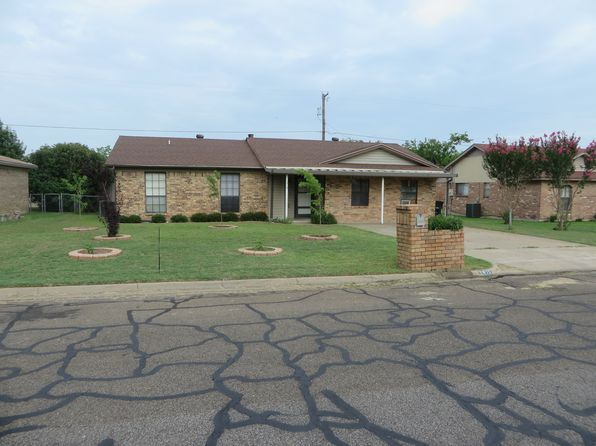 4 bed 2 bath Single Family at 1415 Berry Dr Cleburne, TX, 76033 is for sale at 145k - 1 of 49