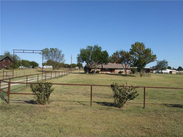 3 bed 2 bath Single Family at 8920 Chisum Rd Sanger, TX, 76266 is for sale at 249k - 1 of 12