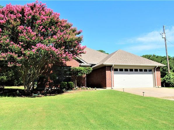 3 bed 2 bath Single Family at 417 Pecan Ct Alvarado, TX, 76009 is for sale at 250k - 1 of 19