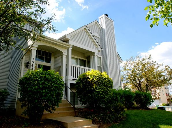 2 bed 2 bath Townhouse at 1585 Shire Ct Gurnee, IL, 60031 is for sale at 152k - 1 of 12