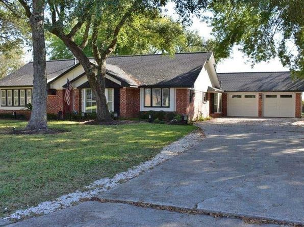 4 bed 3 bath Single Family at 115 Flag Dr E Lake Jackson, TX, 77566 is for sale at 270k - 1 of 27