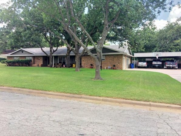 3 bed 3 bath Single Family at 1418 OAK HILLS DR GRAHAM, TX, 76450 is for sale at 215k - 1 of 21