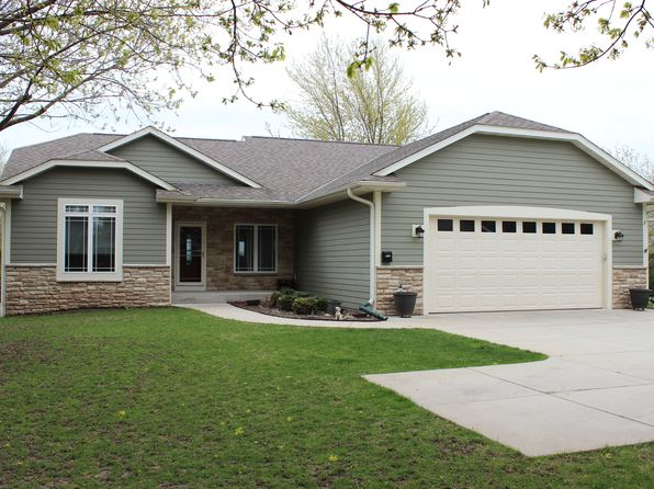 4 bed 4 bath Single Family at 1233 W Grand Ave Pt Washington, WI, 53074 is for sale at 340k - 1 of 17