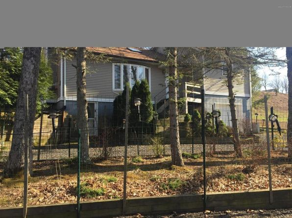 3 bed 2 bath Single Family at 114 Cambridge Ct Bushkill, PA, 18324 is for sale at 135k - 1 of 16