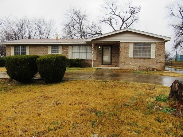 3 bed 2 bath Single Family at 1009 W Madison St Clarksville, TX, 75426 is for sale at 49k - 1 of 16