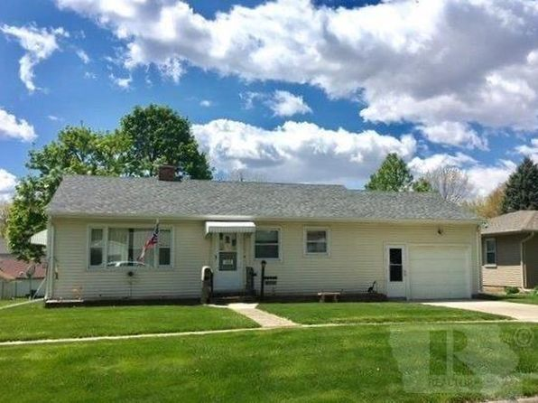 3 bed 1 bath Single Family at 1313 Spring St Grinnell, IA, 50112 is for sale at 130k - 1 of 9