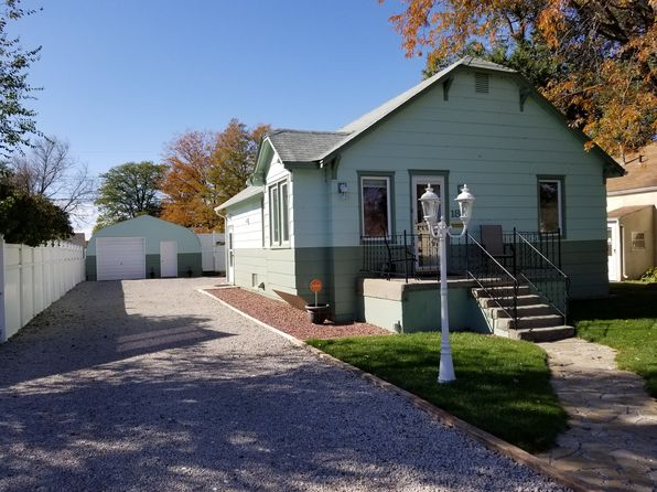 4 bed 2 bath Single Family at 1810 Avenue G Scottsbluff, NE, 69361 is for sale at 135k - 1 of 6