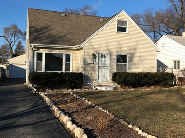 3 bed 2 bath Single Family at 1106 Pine St Waukegan, IL, 60085 is for sale at 130k - 1 of 31