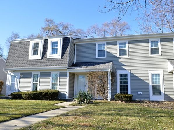 2 bed 2 bath Townhouse at 555 Westminster Cir Roselle, IL, 60172 is for sale at 135k - 1 of 23