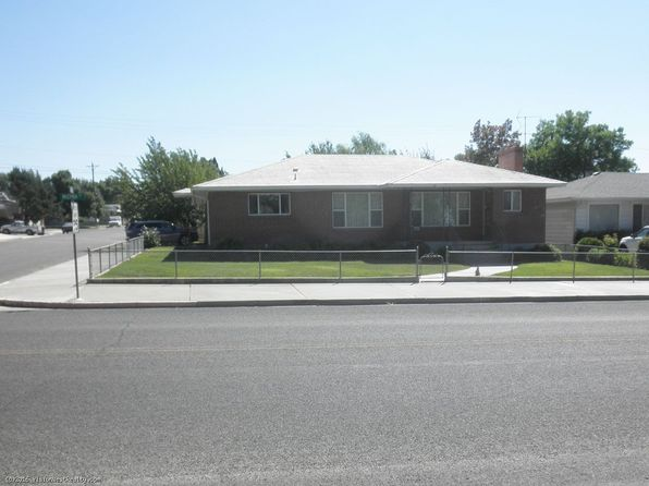 4 bed 2 bath Single Family at 1290 Mizpah St Winnemucca, NV, 89445 is for sale at 298k - 1 of 17