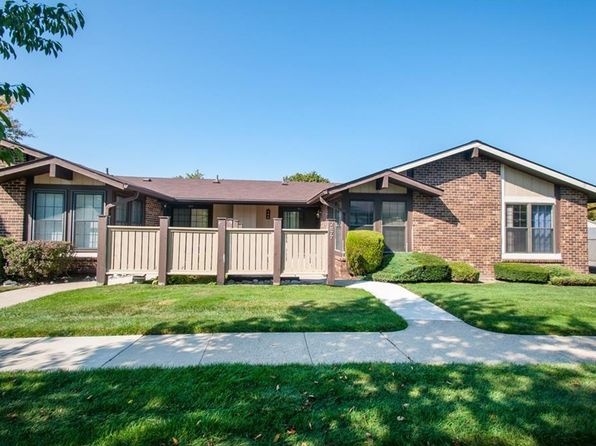 2 bed 1 bath Condo at 2877 Roundtree Dr Troy, MI, 48083 is for sale at 125k - 1 of 31