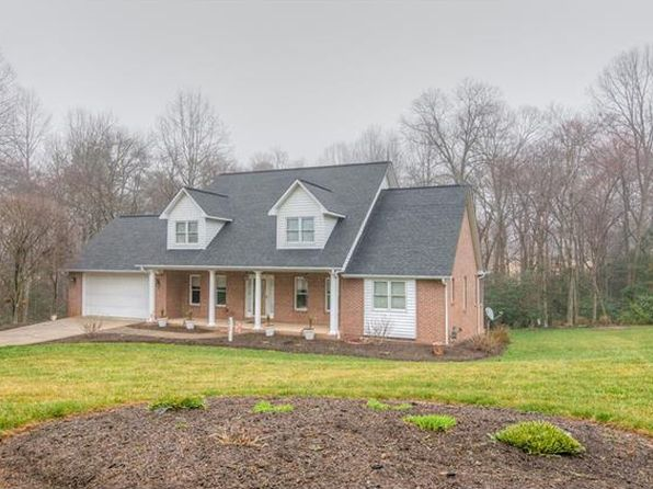 4 bed 5 bath Single Family at 4846 Glen Hollow Ln NE Hickory, NC, 28601 is for sale at 350k - 1 of 32