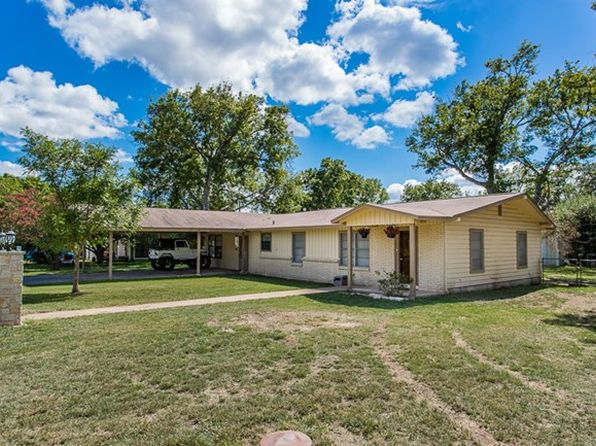 3 bed 2 bath Single Family at 116 Hilltop Dr Kerrville, TX, 78028 is for sale at 220k - 1 of 18