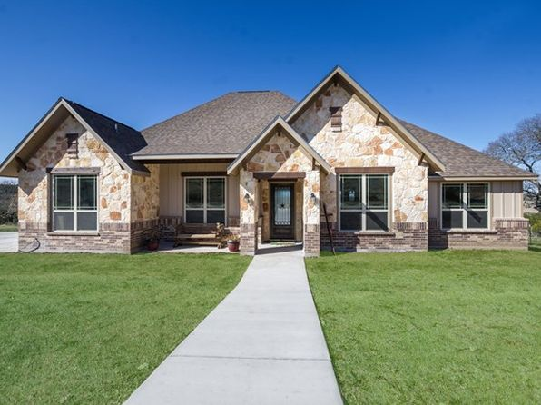3 bed 3 bath Single Family at 704 Eichen Strasse Fredericksburg, TX, 78624 is for sale at 700k - 1 of 28