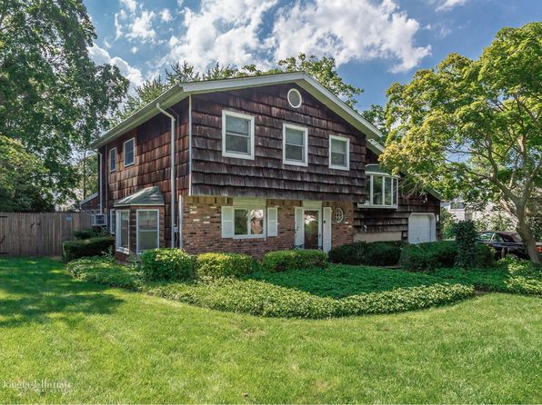 4 bed 3 bath Single Family at 58 Village Ln Hauppauge, NY, 11788 is for sale at 489k - 1 of 25