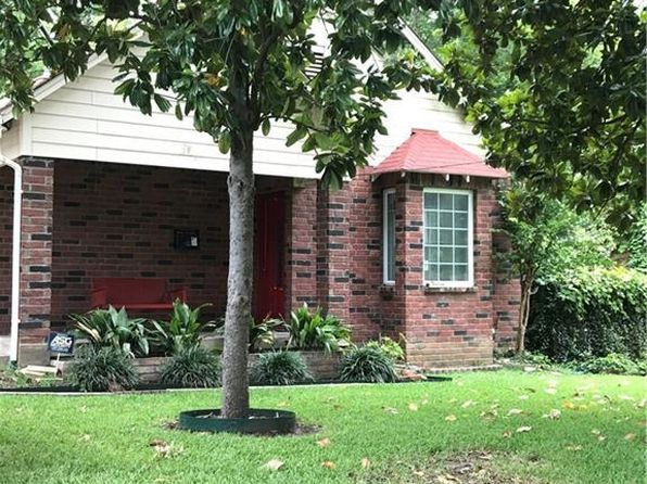 2 bed 1 bath Single Family at 1421 Eastus Dr Dallas, TX, 75208 is for sale at 330k - 1 of 8