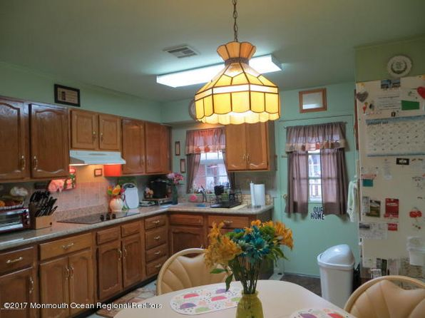 2 bed 1 bath Condo at 981A Aberdeen Dr Lakewood, NJ, 08701 is for sale at 110k - 1 of 8