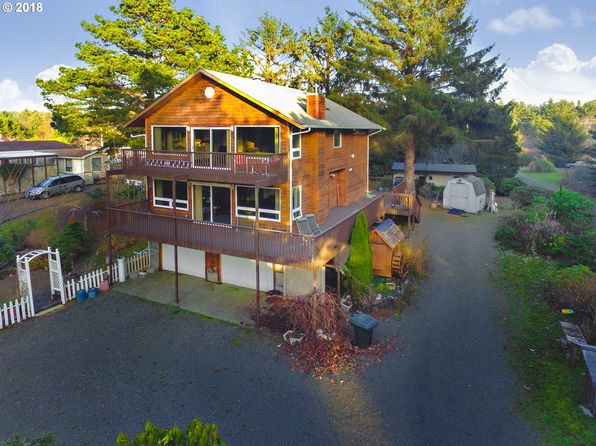 2 bed 3 bath Single Family at 1305 144th Ln Long Beach, WA, 98631 is for sale at 328k - 1 of 18