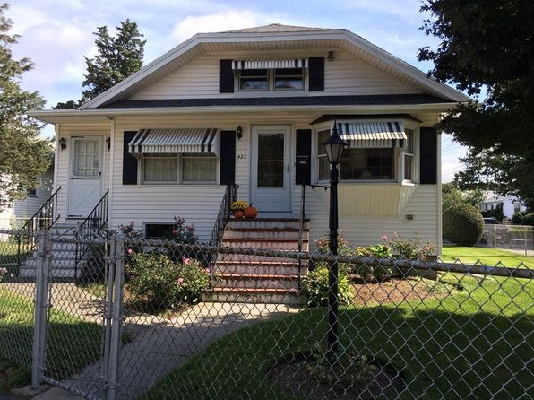 3 bed 2 bath Single Family at 423 Main St Fairhaven, MA, 02719 is for sale at 240k - 1 of 9