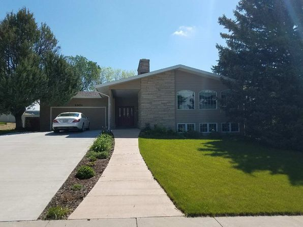 5 bed 3 bath Single Family at 2901 Primrose Dr Scottsbluff, NE, 69361 is for sale at 288k - 1 of 22