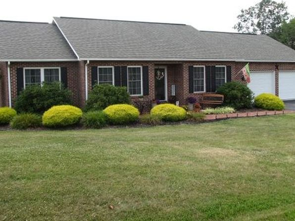 4 bed 3 bath Single Family at 105 Heritage Ln Wytheville, VA, 24382 is for sale at 289k - 1 of 32