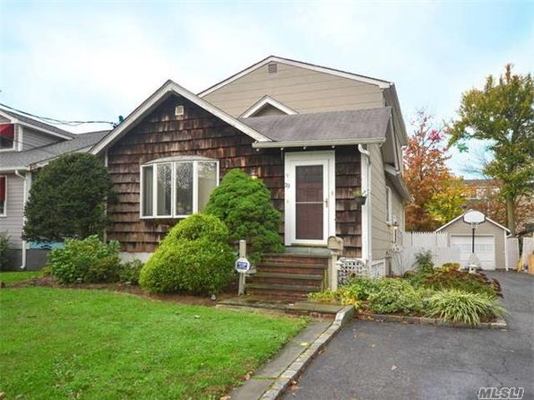 4 bed 2 bath Single Family at 29 McCouns Ln Glen Head, NY, 11545 is for sale at 489k - 1 of 20