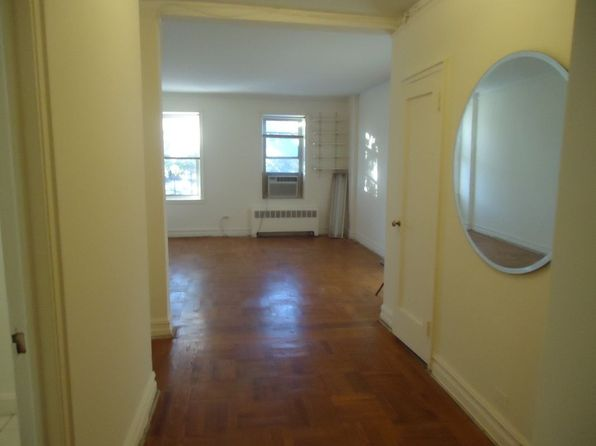 1 bed 1 bath Cooperative at 4801 42nd St Sunnyside, NY, 11104 is for sale at 349k - 1 of 7