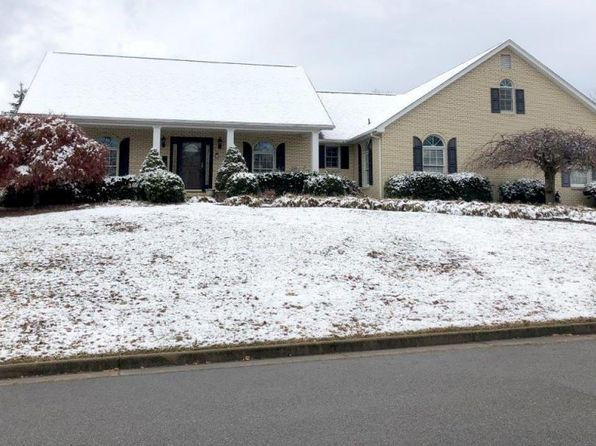 3 bed 2 bath Single Family at 5008 Plantation Grove Ln Roanoke, VA, 24012 is for sale at 315k - 1 of 27