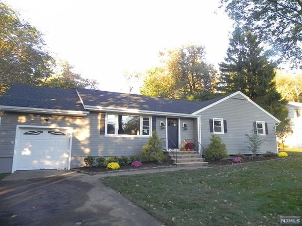 3 bed 3 bath Single Family at 31 Massasoit Trl Oakland, NJ, 07436 is for sale at 579k - 1 of 22