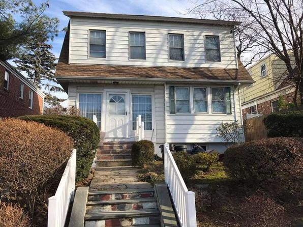 4 bed 2 bath Single Family at 1405 154th St Whitestone, NY, 11357 is for sale at 998k - 1 of 15