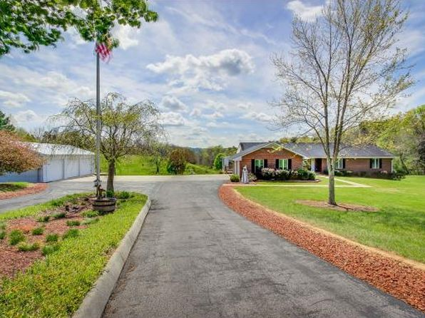 4 bed 3 bath Single Family at 3749 Bloomingdale Rd Kingsport, TN, 37660 is for sale at 385k - 1 of 36