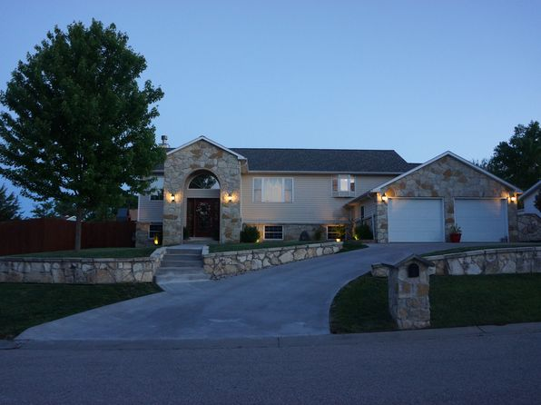 5 bed 4 bath Single Family at 1224 N Pawnee Dr Saint Marys, KS, 66536 is for sale at 425k - 1 of 42