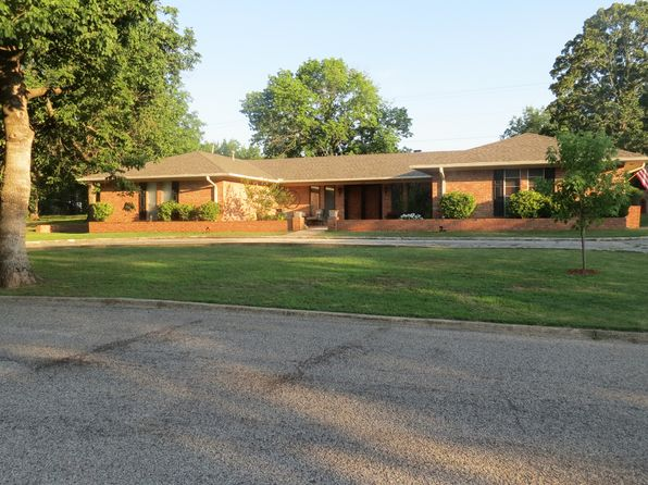 3 bed 3 bath Single Family at 305 Chickasaw Dr Ada, OK, 74820 is for sale at 200k - 1 of 45
