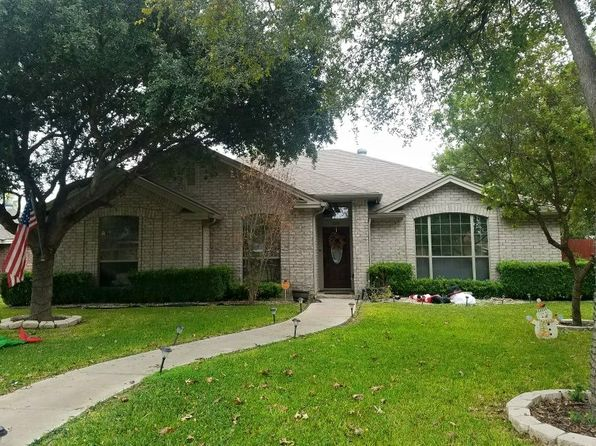 4 bed 2 bath Single Family at 820 SUNRISE AVE UVALDE, TX, 78801 is for sale at 228k - 1 of 15