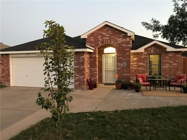 3 bed 2 bath Single Family at 1052 Magnolia Ln Cedar Hill, TX, 75104 is for sale at 199k - 1 of 18