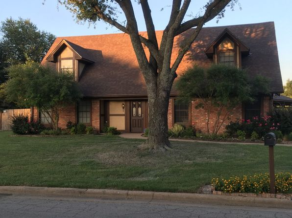 3 bed 2 bath Single Family at 204 Myndi St Sulphur Springs, TX, 75482 is for sale at 385k - 1 of 29