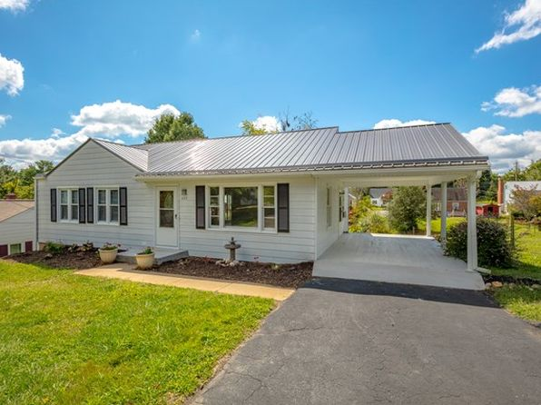 3 bed 1 bath Single Family at 403 Poplar St Galax, VA, 24333 is for sale at 97k - 1 of 43