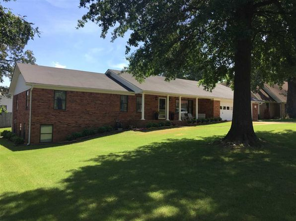 4 bed 2 bath Single Family at 1404 Hillcrest Dr Jonesboro, AR, 72401 is for sale at 225k - 1 of 34