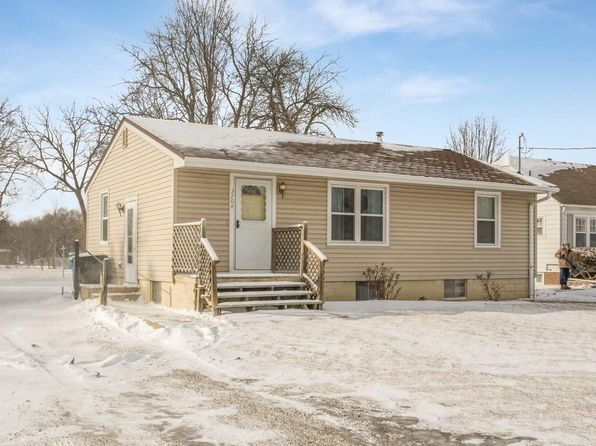 3 bed 1 bath Single Family at 3704 Indianola Ave Des Moines, IA, 50320 is for sale at 115k - 1 of 17