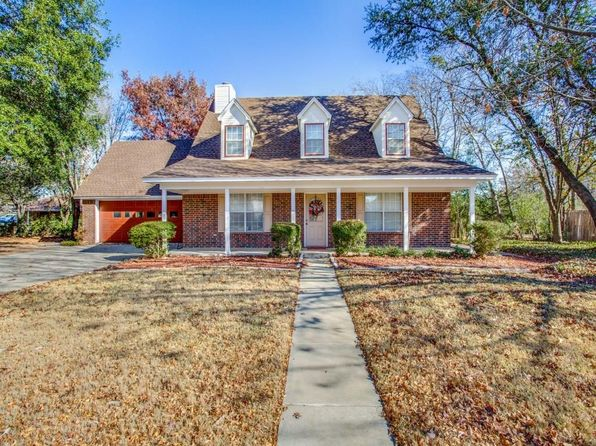 4 bed 4 bath Single Family at 106 COLONIAL HTS SANGER, TX, 76266 is for sale at 215k - 1 of 25