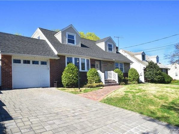 4 bed 2 bath Single Family at 276 Evelyn Rd Mineola, NY, 11501 is for sale at 629k - 1 of 19