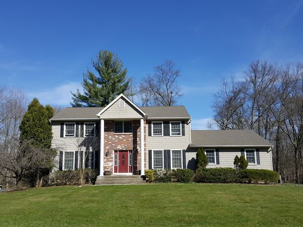5 bed 4 bath Single Family at 2 Amanda Ct Airmont, NY, 10952 is for sale at 649k - 1 of 21