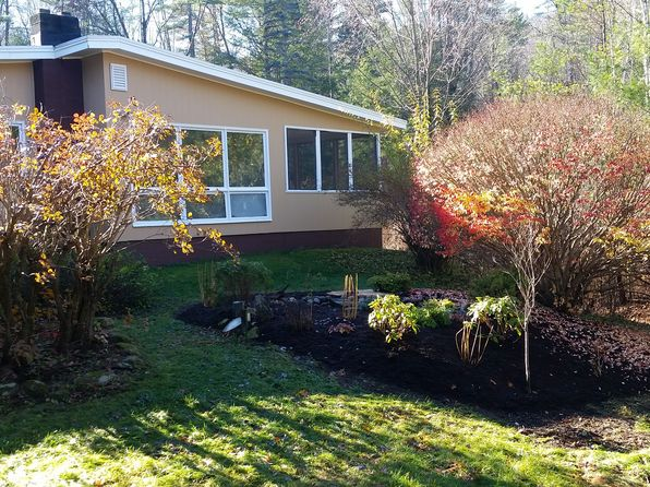 3 bed 1 bath Single Family at 20 Lilac Ln Queensbury, NY, 12804 is for sale at 255k - 1 of 87
