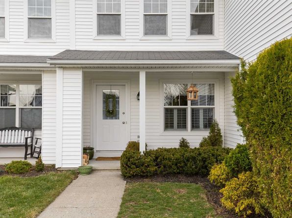 2 bed 3 bath Townhouse at 22 Vanderburgh Rd Poughquag, NY, 12570 is for sale at 298k - 1 of 23