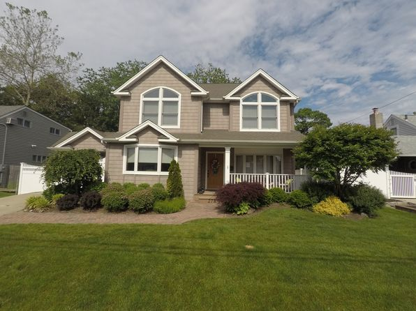 4 bed 4 bath Single Family at 278 Ocean Ave Massapequa Park, NY, 11762 is for sale at 649k - 1 of 16