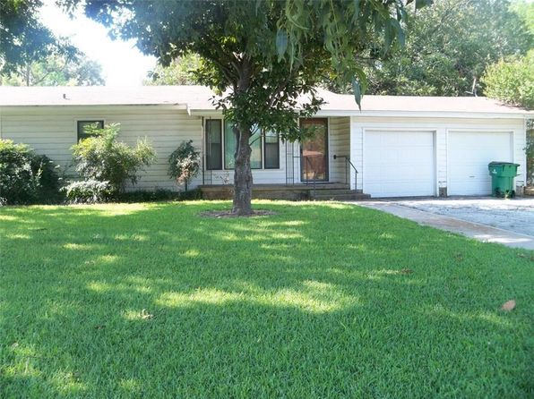 3 bed 2 bath Single Family at 202 Roselawn St Coleman, TX, 76834 is for sale at 70k - 1 of 33