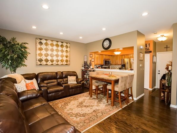 3 bed 3 bath Townhouse at 4 Donald Ct Elmhurst, IL, 60126 is for sale at 277k - 1 of 11