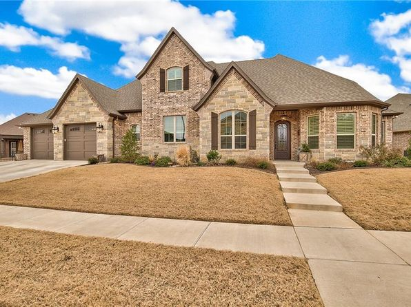 4 bed 3 bath Single Family at 1315 Amsterdam Ct Granbury, TX, 76048 is for sale at 390k - 1 of 25