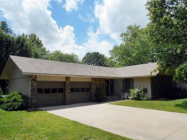 4 bed 2 bath Single Family at 1904 Colonial Dr Pittsburg, KS, 66762 is for sale at 145k - 1 of 33