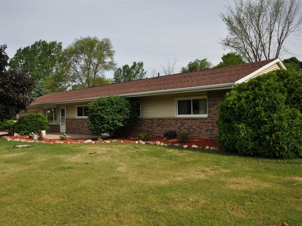 3 bed 2 bath Single Family at 1386 Hawkeye Dr West Bend, WI, 53090 is for sale at 191k - 1 of 18